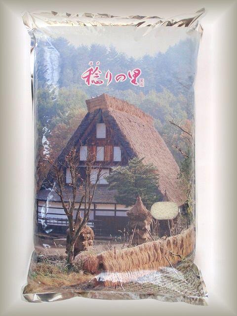 佐渡産コシヒカリを使用した「稔りの里」です。魚沼産コシヒカリにも負けないおいしいお米です。こちらの写真は、稔りの里10kgです。