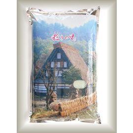 佐渡産コシヒカリを使用した「稔りの里」です。魚沼産コシヒカリにも負けないおいしいお米です。こちらの写真は、稔りの里5kgです。